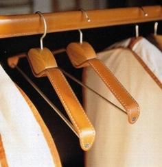 Kleiderstange, lederbekleidet